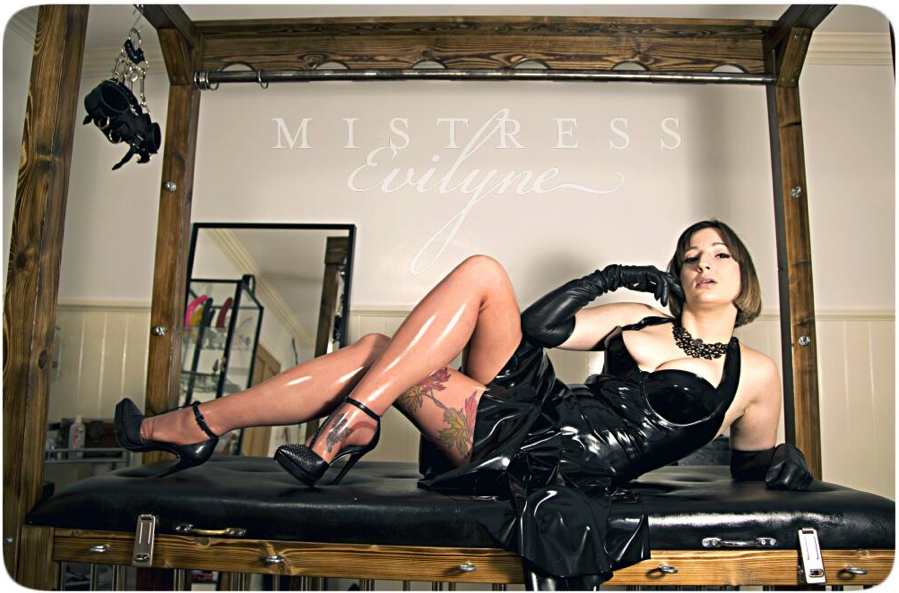 London-Mistresses-Mistress-Evilyne-Rubber-Fetish