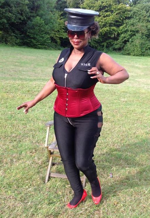 London-Mistress-Goddess-Dionne-outdoors