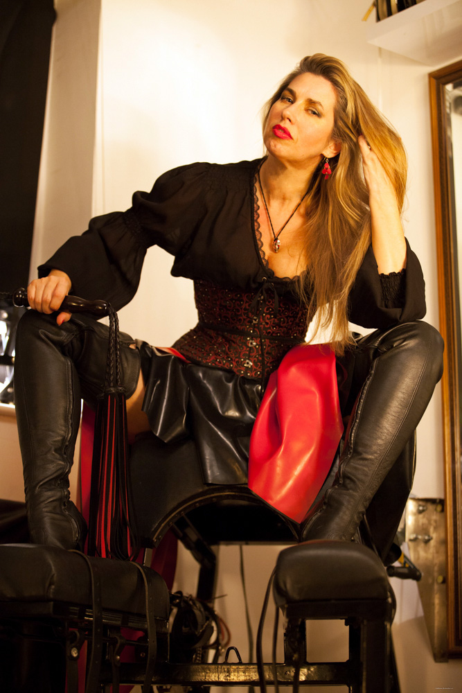 Thigh-boot-worship-BDSM-Central-London