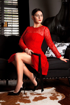 London-Mistress-Izabel2