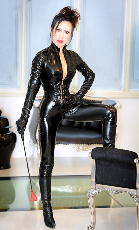 london-oriental-mistress-lily-with-crop