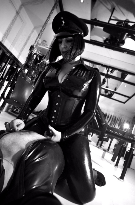 london-mistress-josephine-strapon