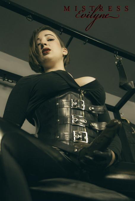london-mistress-evilyne