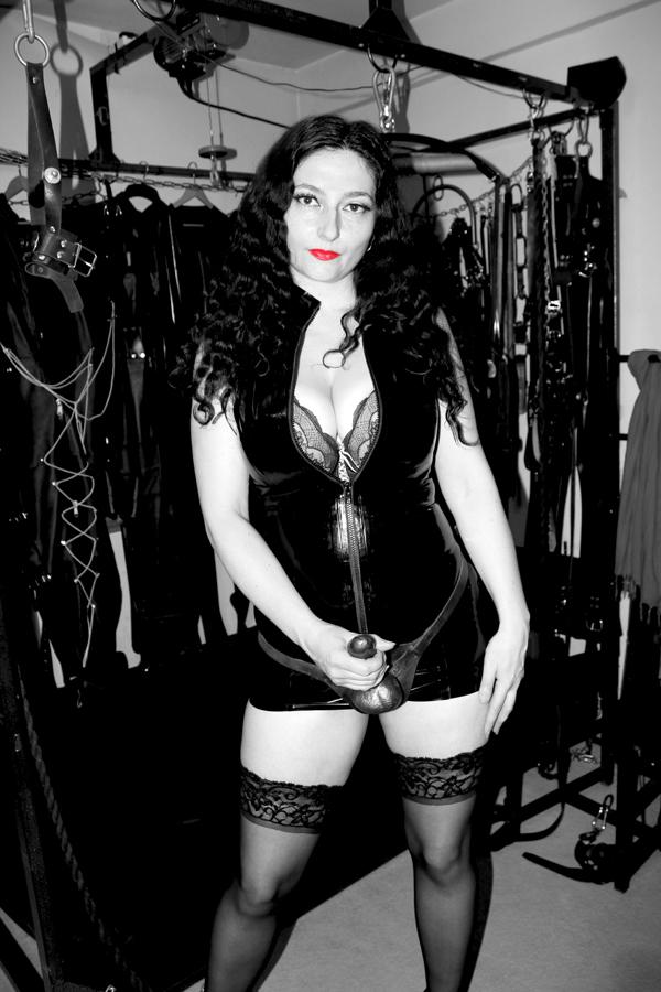 mistress_clarissa_strap_on