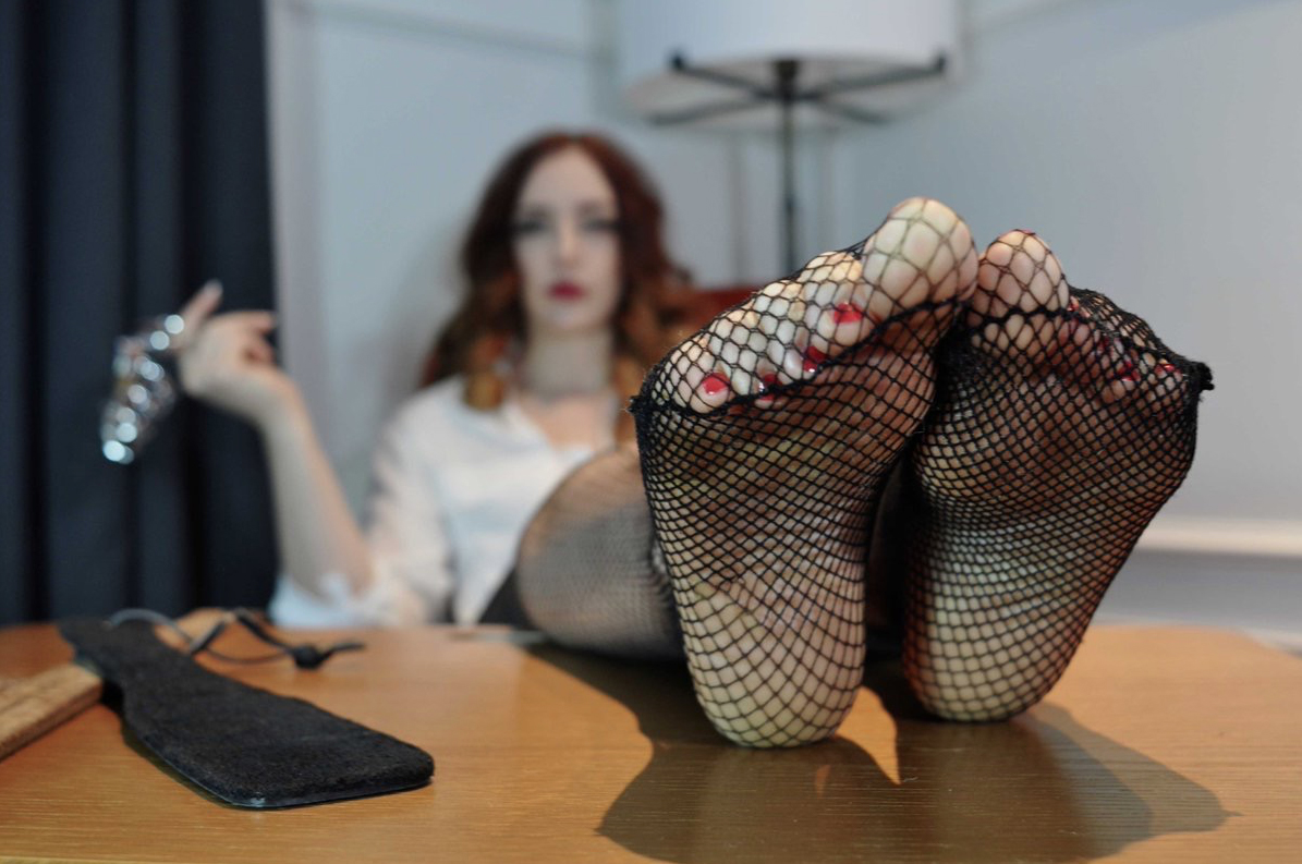 London-Foot-Fetish-Miss-Helen