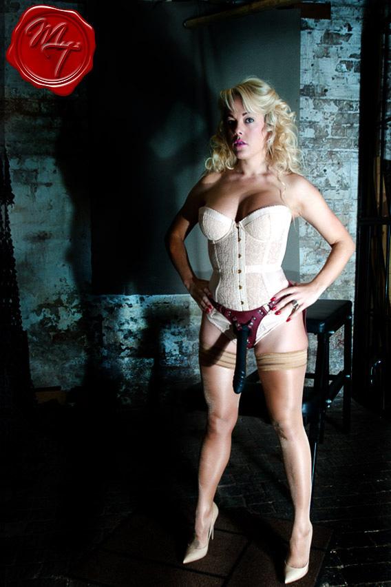 strapon-mistress-tess-worcestershire